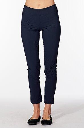 Lehké tmavě modré dámské kalhoty nad kotníky 313